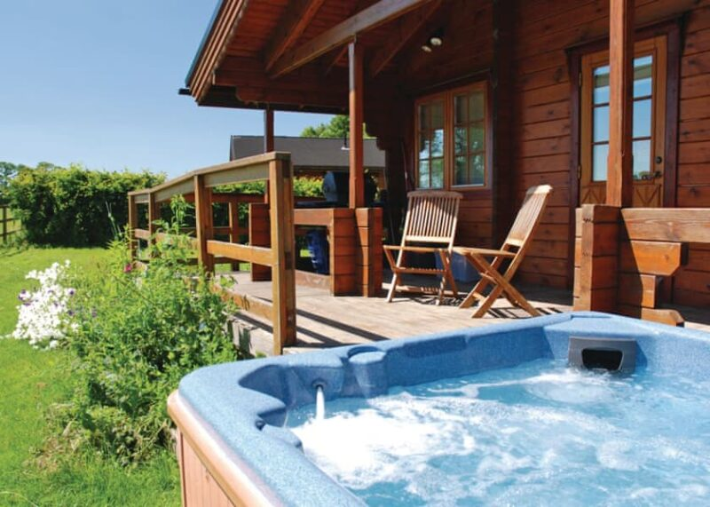 log cabins lodges with hot tubs York
