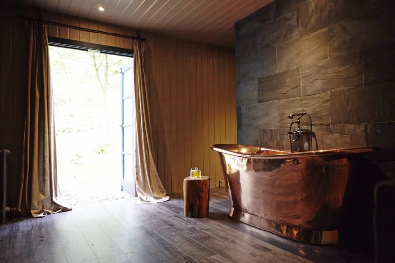 luxury woodland lodges with hot tubs near Hull