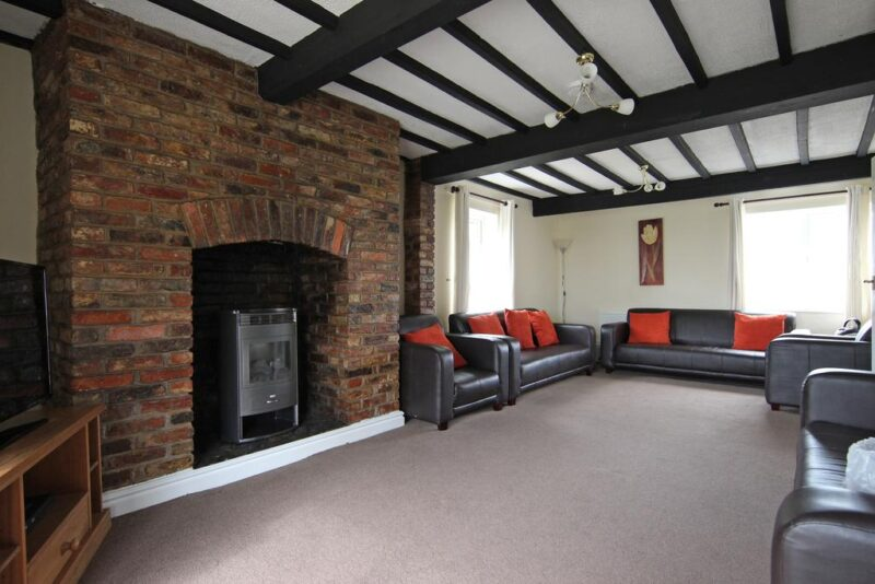 cottages with hot tubs york